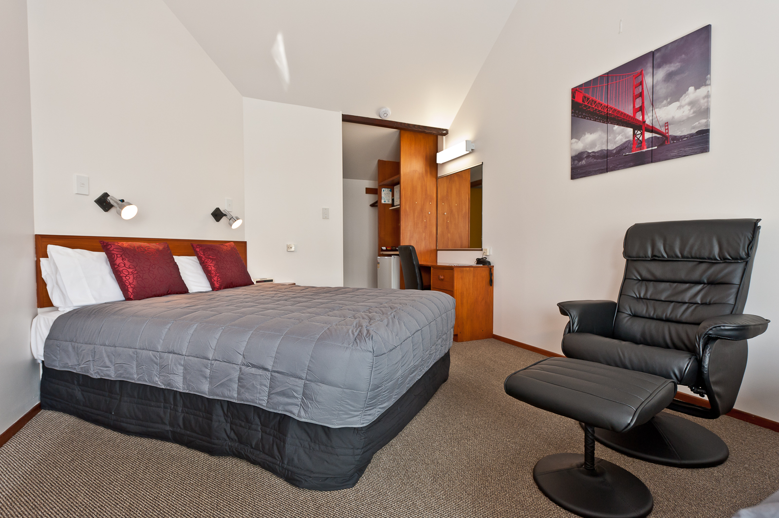 Studio Apartment Queen Bed accommodation | amenities | location | wanganui | contact |