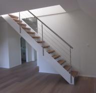 Stahltreppe mit Holz belegt