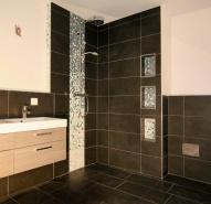 Badezimmer mit Mosaik im Farbverlauf