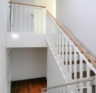 Treppe vom Podest aus gesehen