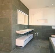 Badezimmer mit Wann in Naturstein