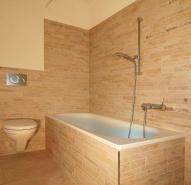 Badezimmer mit Stabmosaikfliesen