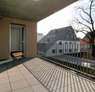 Balkon mit Blick auf 300 Jahre alte Linde