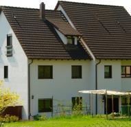 Fassade Unter dem Dorf 4 in Biel Benken