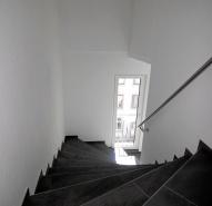 Treppen mit Feinsteinzeug belegt