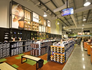 Nomber One Shoes Albany - Floor and wall displays