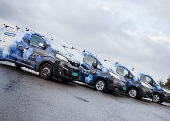 Elbilene til Landro Elektro oppstilt