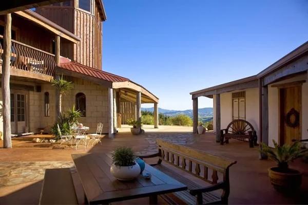 Manawa Ridge Courtyard