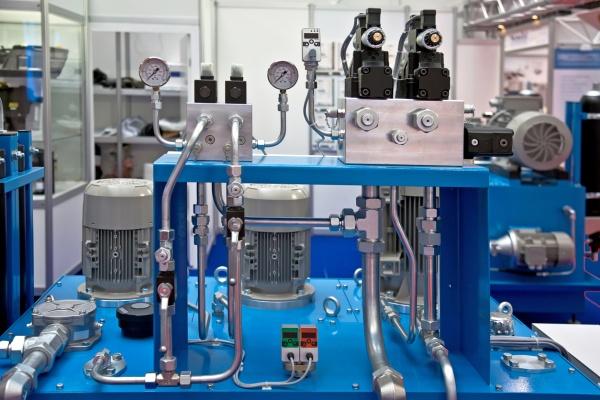 Hydraulisk utstyr og hydrauliske systemer