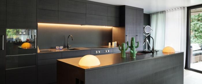 Moderne belysning. Lysdesign med Spotlight, LED og lamper