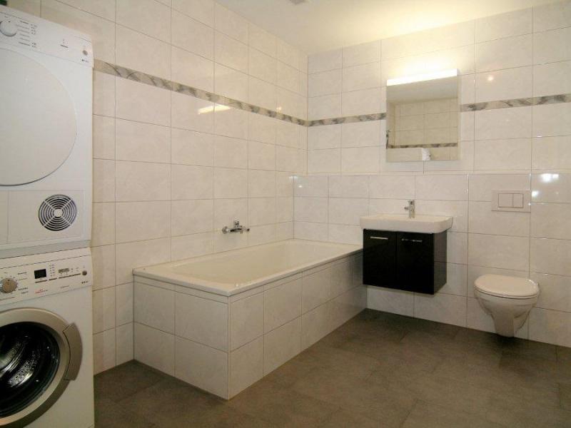 dusche sitzbank hohe raum und m beldesign inspiration. Black Bedroom Furniture Sets. Home Design Ideas