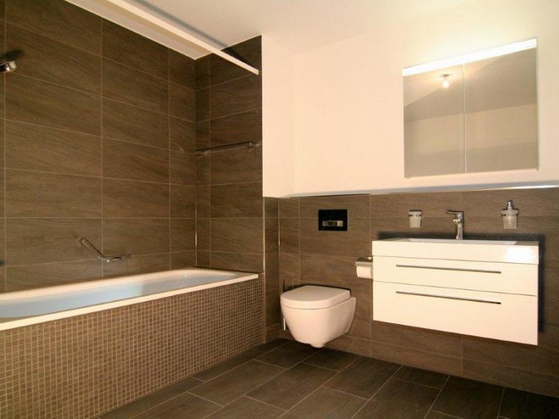 Dusche Sitzbank Hohe : Bad mit Mosaikfliessen an der Badewanne