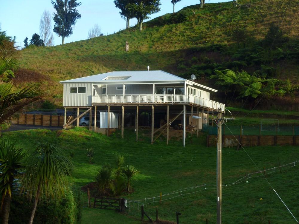 Sustainable pole house whangamata beach house builders for House pole