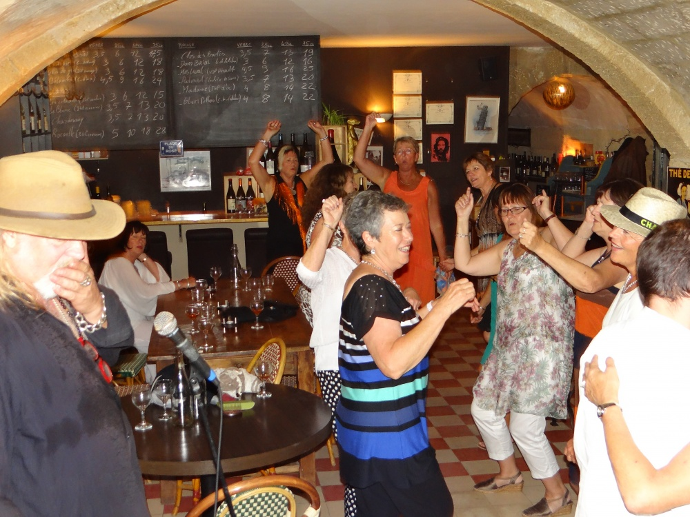 Bistrot  Uzes, party night with Dom Ryder (French Joe Cocker)