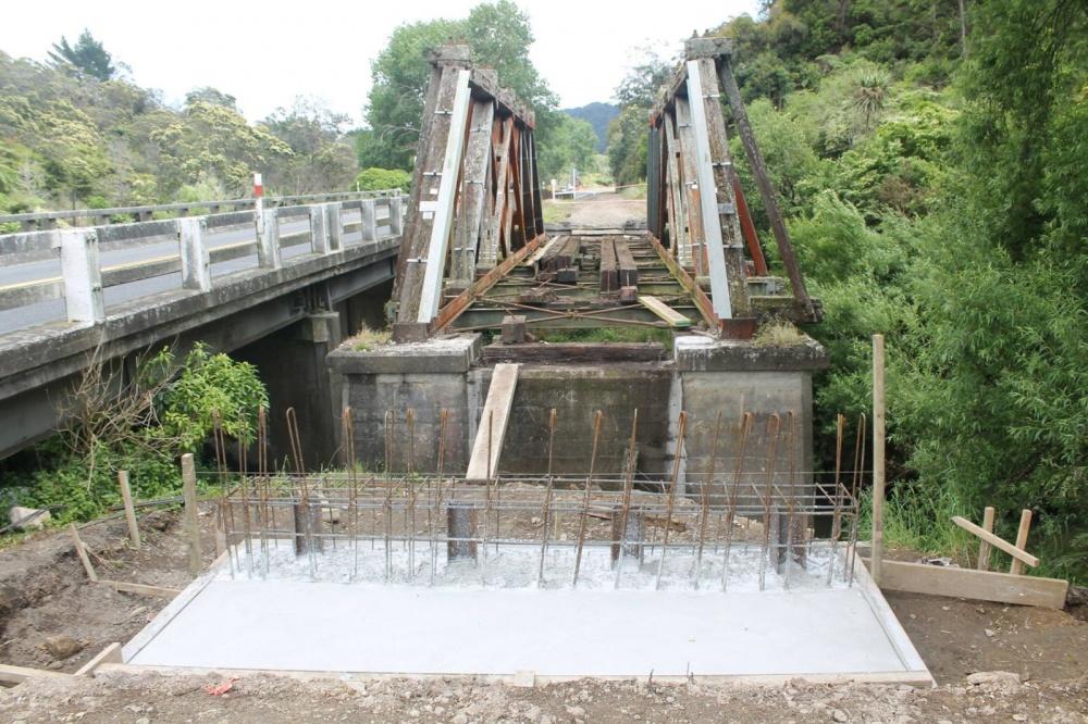 The Waitekauri Bridge had concrete poured into one of the concrete bases.